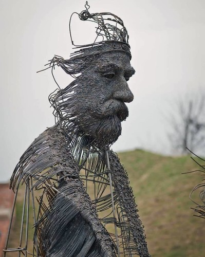 """Sculptor Uses Metal Wires to """"Draw"""" Portraits of Historical Figures"""