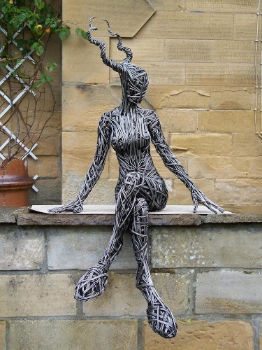 Breathtaking Wire Sculptures Capture the Fluidity of the Human Body
