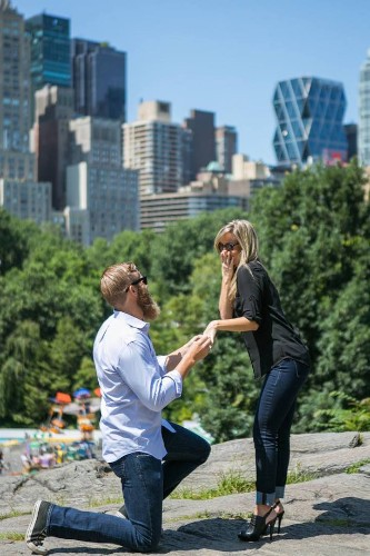 """Spy"" Photographer Captures Secret Marriage Proposals All Over New York City"
