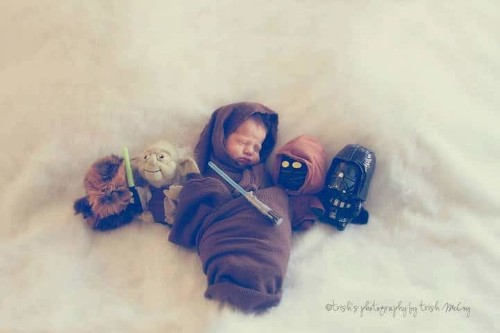"""Baby Born Despite Complications Is Celebrated in """"Star Wars"""" Photoshoot"""