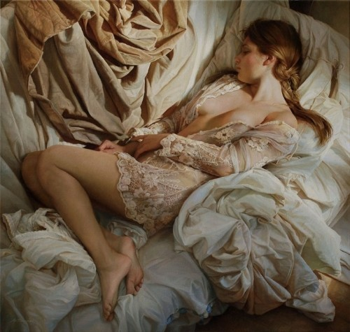 Hyperrealistic Oil Paintings of Women in Sheets Celebrate the Beauty of the Female Form