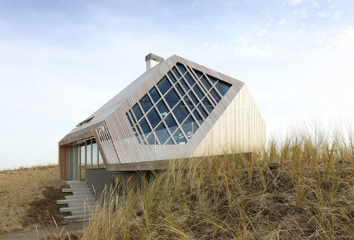 Dutch House Design Mimics the Experience of Walking Through Nearby Dunes