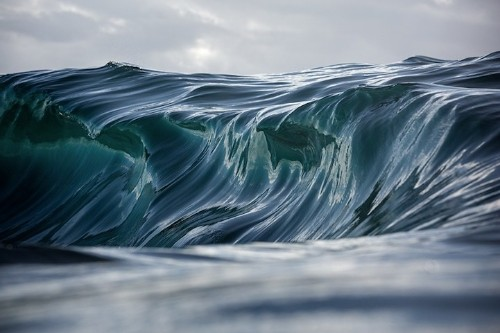 Interview: Warren Keelan Captures Stunning Ocean Waves That Look Like Brushstrokes of Paint