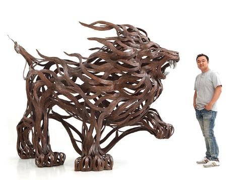 Metallic Strip Animal Sculptures Radiate the Energetic Flow of Wind