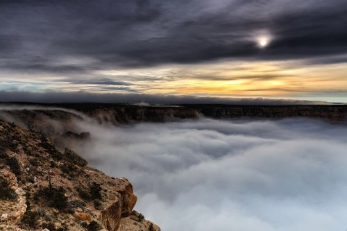 Photographer Captures Grand Canyon Filling with Clouds