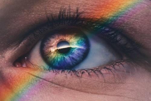 5 Artistas con sinestesia que pintan sus experiencias multisensoriales