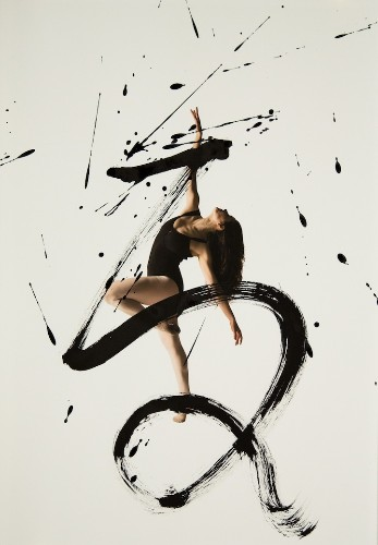 Expressive Combination of Ballet Dancers and Calligraphy