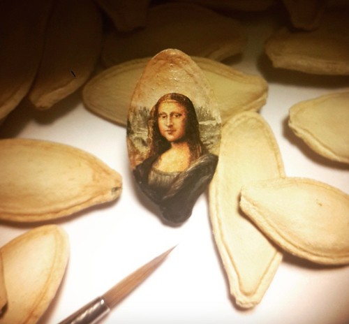 New Amazingly Detailed Paintings on the Surfaces of Tiny Objects