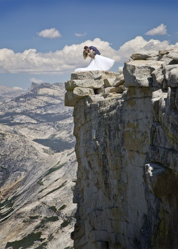 Photographer Conquers Fear of Heights to Capture a Couple's Stunning Yosemite Wedding