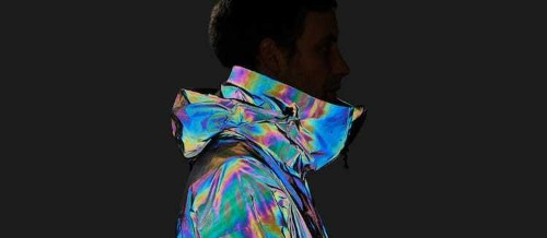 This Futuristic Ski Jacket Mimics the Color-Changing Skin of a Squid