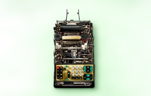 Photographer Captures Inner Clockwork of Old Calculators