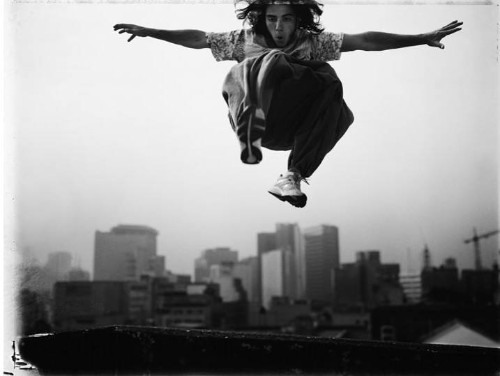 Dramatic Action Portraits Capture the Art of Freerunning