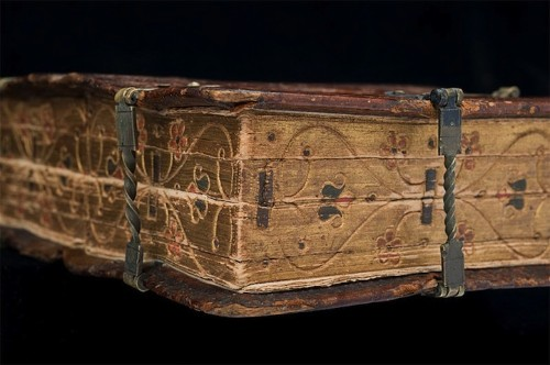16th Century Book Can Be Read Six Different Ways