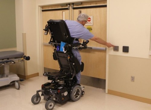 Inspirational Surgeon Operates from Stand-Up Wheelchair