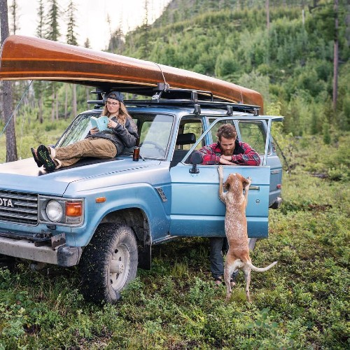 Nomadic Photographer Continues to Chronicle Life on the Road with His Curious Hound