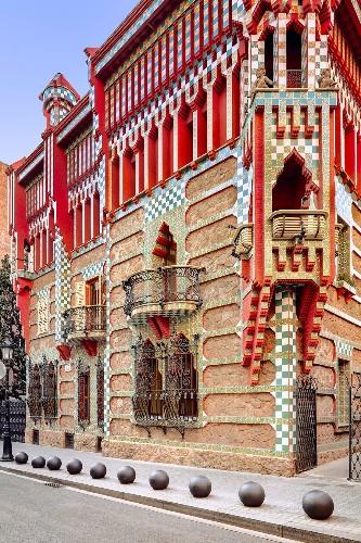 Explore Antoni Gaudí's Colorful 'Casa Vicens' in Vivid Detail