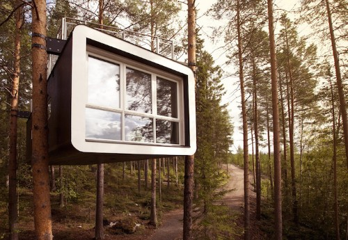 """""""Treehotel"""" Cabins Offer One-Of-A-Kind Lodging in a Bird's Nest and UFO"""