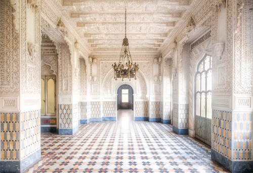 Spectacular Historical Beauty of an Empty Italian Castle Captured Before It's Too Late