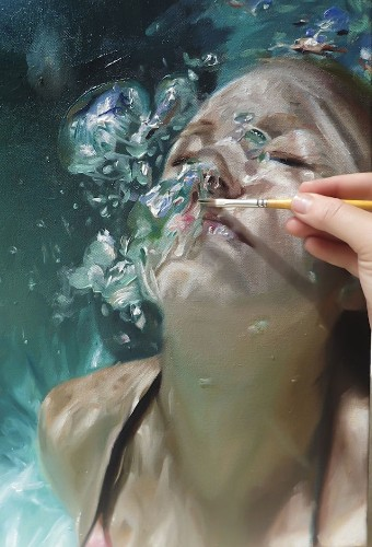 Hyperrealistic Underwater Paintings of Women in a Deep State of Tranquility