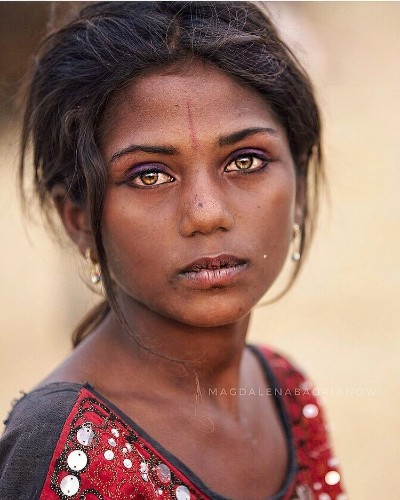 Traveling Photographer Captures Natural Beauty of People Met on Streets of India