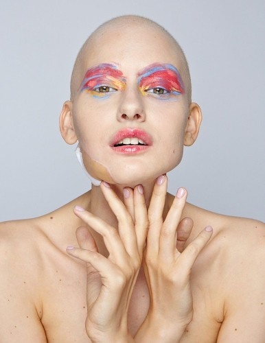 Cancer Survivor Returns to Modeling after Losing 95% of Her Jaw