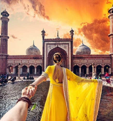 Photographer Follows Girlfriend While Traveling to Breathtaking Indian Landmarks