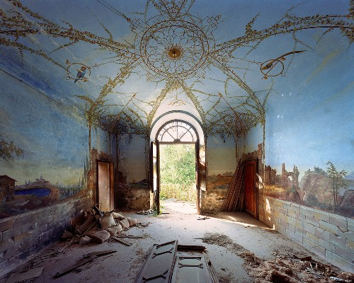 Decaying Decadence of Italian Palaces Captured on Large Format Photos