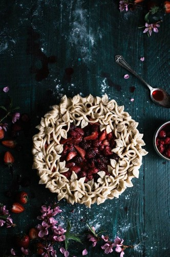 25+ Creative Pie Crusts that Turn the Dessert into a Delicious Work of Art