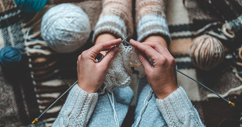 10+ Fall-Inspired Knitting and Crochet Patterns That Will Keep You Cozy All Season Long
