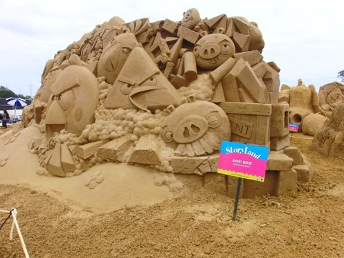 Awesome Angry Birds Sand Sculpture