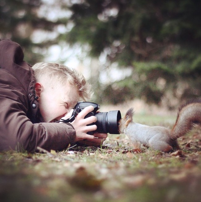 Photographer Captures Enchanting Snapshots of Himself Feeding Wild Animals