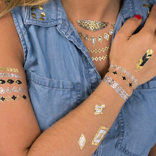 Metallic Flash Tattoos Are Set to Become a Gorgeous Summer Beauty Trend