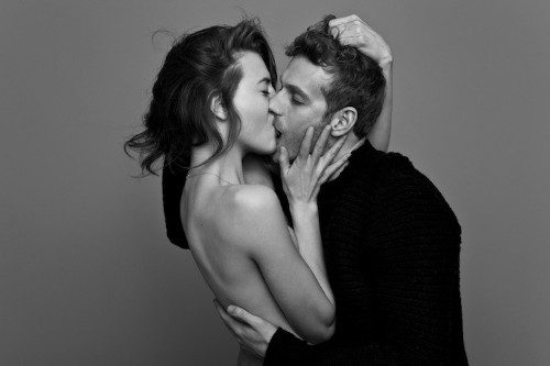 Couples Passionately Kissing by Ben Lamberty
