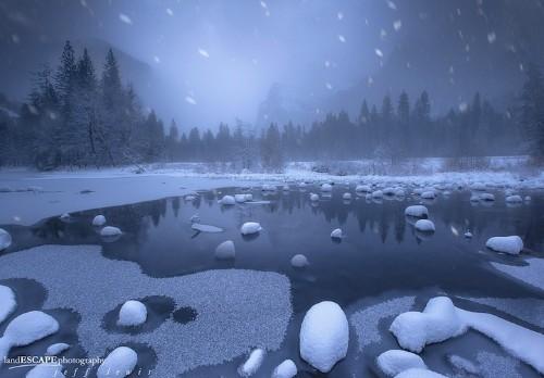 Wintertime in Yosemite Looks Like the Inside of a Snow Globe