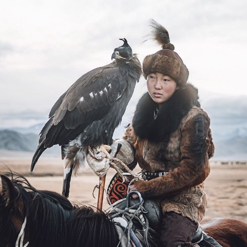 Photos Captures One of the Last Female Eagle Hunters of Mongolia