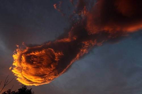 "Fiery ""Hand of God"" Cloud Formation Blazes Over Portuguese Horizon"