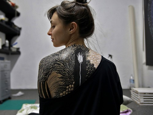 Brilliantly Textured Body Paintings Turn the Human Form into a Walking Work of Art