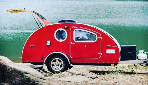 Teardrop-Shaped Camping Trailer Is Designed for Outdoor Adventures Off the Grid
