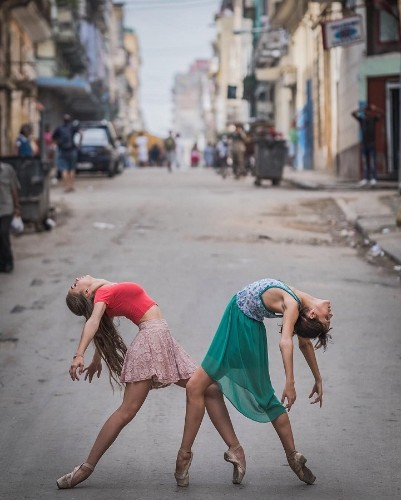 Stunning Portraits of Agile Ballet Dancers on the Candid Streets of Cuba