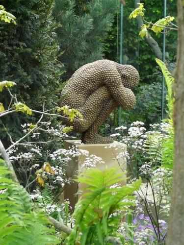 Stunning Garden Sculptures Convey Hardships of Arthritis