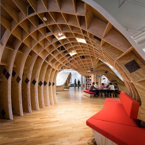 """""""Superdesk"""" Seats All 125 Employees at a Single Table"""