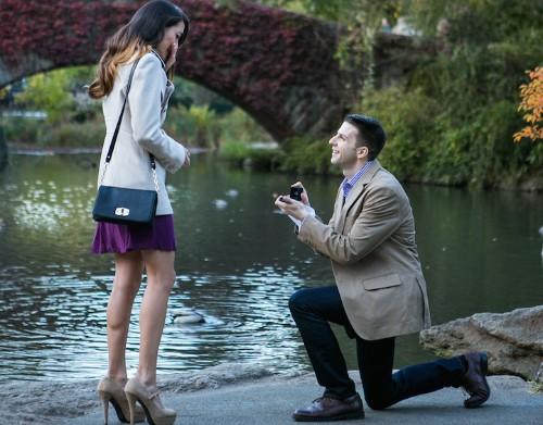 """Spy"" Photographer Captures Secret Marriage Proposals All Over New York City"