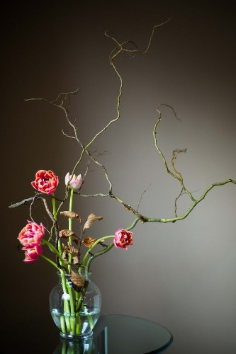 Ikebana: The Art of Japanese Flower Arranging and How to Make Your Own