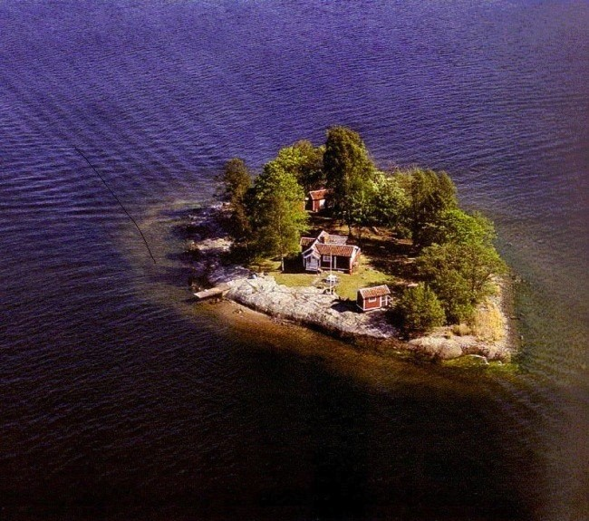 "Creatives Offered a Free Stay on Private ""Ideas"" Island"