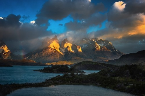 Gorgeous Photos of Sunshine Hitting Mountains in Patagonia