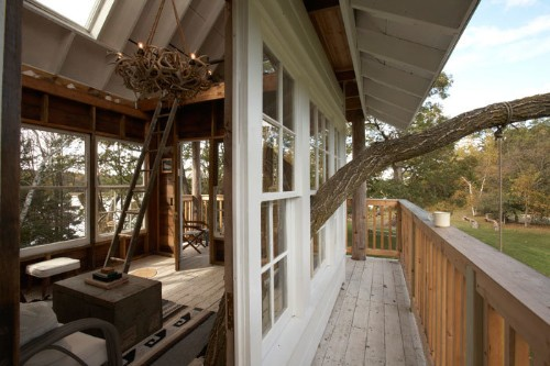 Impressive 3-Storey Treehouse Built as a Labor of Love