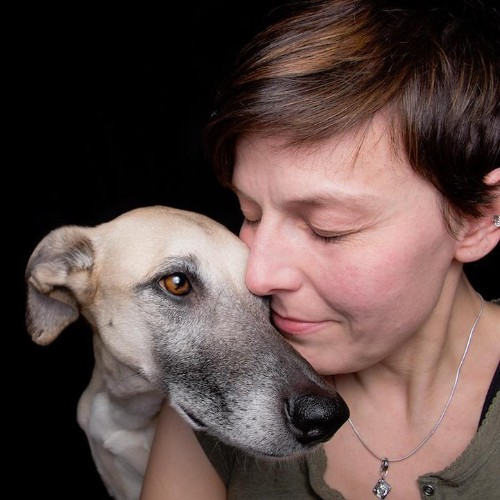 Interview: Expressive Human-Like Portraits of Dogs by Elke Vogelsang
