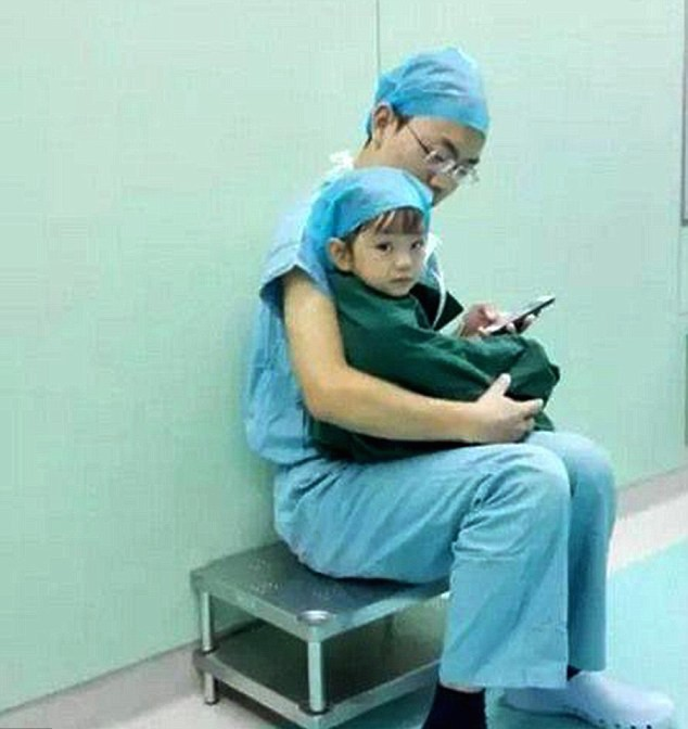 Caring Heart Surgeon Soothes Scared 2-Year-Old Girl Before Crucial Operation