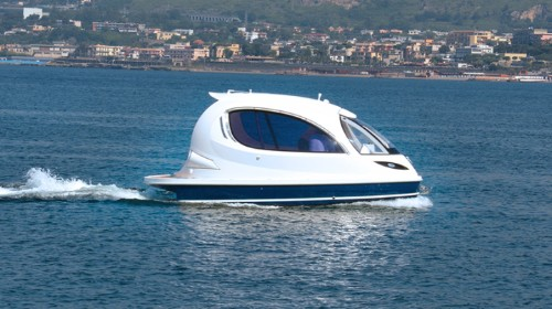 Cutting-Edge Jet Capsule is a Cozy New Powerboat