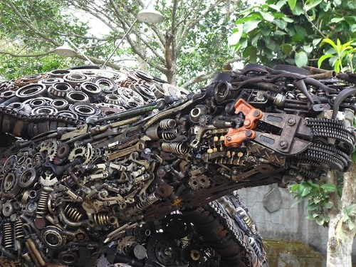 Huge Tortoise Sculpture Emerges from Thousands of Scrap Metal Parts